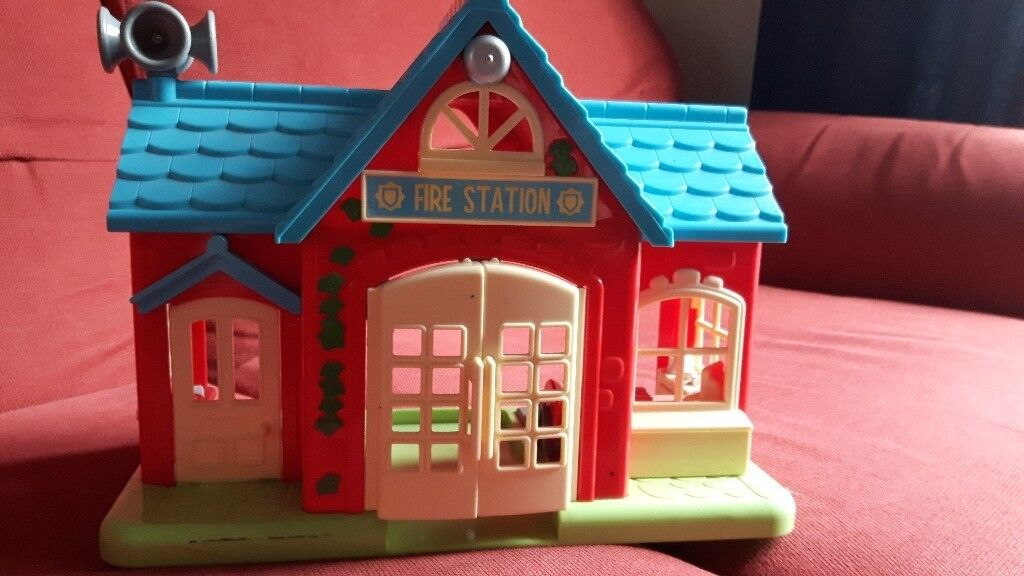 ELC HAPPYLAND FIRE STATION PLAY SET
