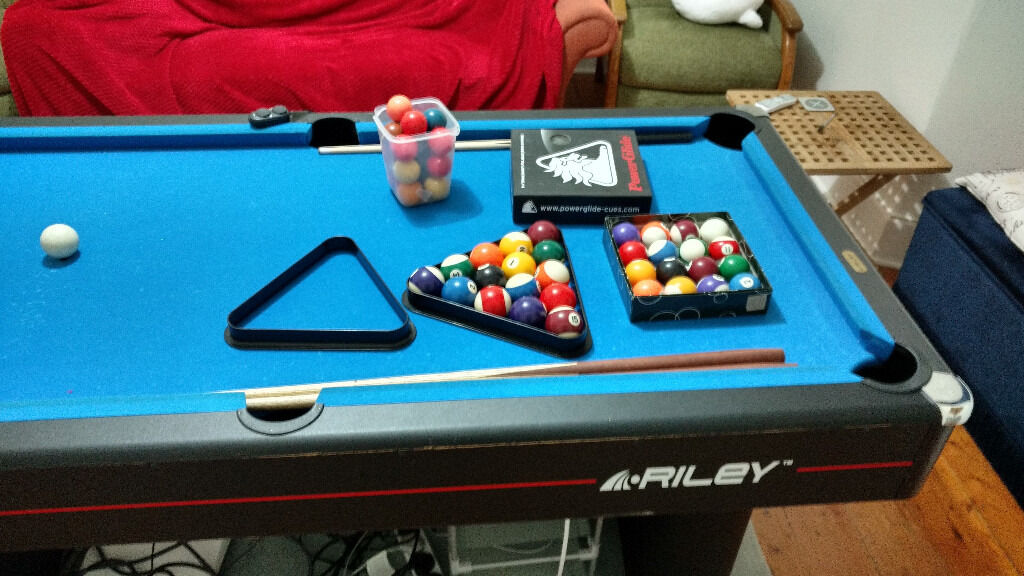 SOLD Ft Riley Pool Table Cues Cue Rack Pool Snooker - How to rack a pool table