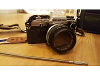Olympus OM10 35mm SLR film Camera with accessories