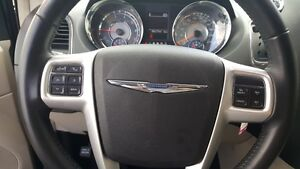 2015 Chrysler Town & Country DUAL DVD-BACK UP CAMERA-DUAL AIR/HE Windsor Region Ontario image 16