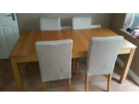 Oak Style Extendable Dining Room Table with 4 Chairs in Very Good Condition