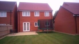 4 Bedroom detached house with study and large garden to let close to station and grammar schools