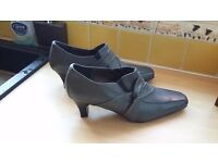 Grey Hotter shoes size 6