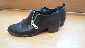 CLARKES SHOES SIZE 4D