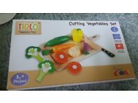 Cutting vegetables toy