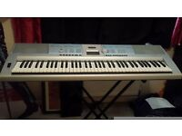 Yamaha Portable Grand DGX-205 (Plus stand)