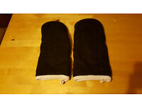 Set of 2 oven gloves, unwanted gift. Bargain at £1.50!!