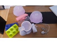 hand cooking mixer + silicon moulds + cake carriers (x3)