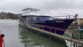 Room to rent. Opportunity to live on an amazing Houseboat five days a week