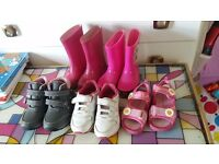 Baby girl's shoe bundle, size inf 5- 6, 5 pairs
