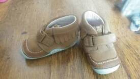 Baby Girls Clark's shoes size 3.5 g