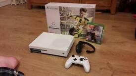 Xbox One S - Fifa 17 & Battlefield 1