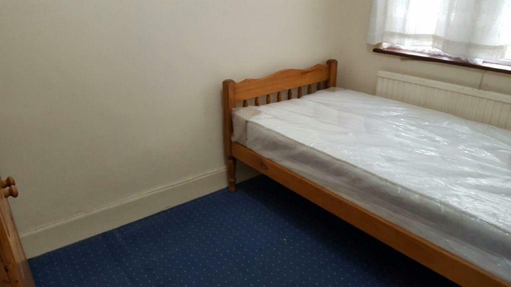 DOUBLE ROOM TO RENT IN BARKING! 5 MINS WALK TO BARKING STATION!! ALL BILLS INCLUDED!