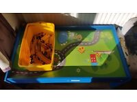 Table / train set