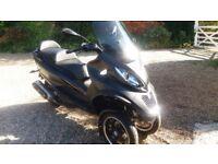 Piaggio MP 3 500cc lt Sport in pristine condition, black with PM Multi Media Platform connection