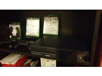 Xbox one with 2 controlers and 4 games