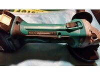 Makita cordless 18 volt grinder Dga452 in absolutely mint condition wth 4amp batttery