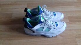 Nike huaraches low ( used)