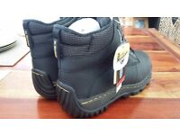 Dr Martens safety boots ( size 9 )