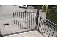 Single garden gate and latch post