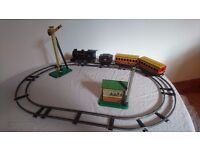 VINTAGE 1950S TIN PLATE COLLECTABLE BRIMTOY CLOCKWORK O GAUGE TABLE TOP RAILWAY TRAIN SET BOXED GWO