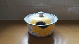 Poole Pottery Serving Dish/Casserole Dish with Lid in Vincent Design