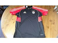 All kinds and sizes of original and genuine football shirts. From Premier League to National Teams.