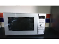 Lightly used Panasonic NN-SD261MBPQ 950 W microwave in excellent and clean condition