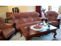 3 pieces leather suite, in very good condition