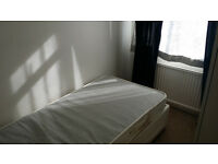 Spacious Single Room available with ALL BILLS INCLUSIVE in East Croydon For a Single Woman only