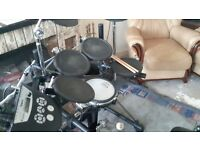 ROLAND TD6 ELECTRONIC DRUM KIT WITH ROLAND PM10 PERCUSSION AMP