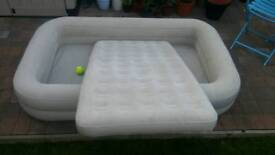 Inflatable airbed/play pen