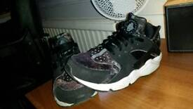 Nike Huarache UK 7 trainers excellent condition