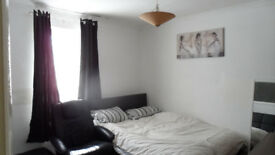 LARGE DOUBLE ROOM FOR RENT. BILLS INCLUDED. GILLINGHAM