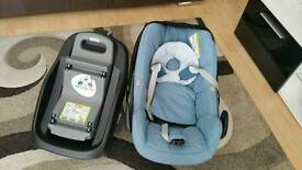 Maxi cosi pebble car seat and its compatible familyfix isofix base both in excellent conditions
