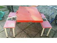Folding camping picnic table / chairs