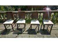 4x dining chairs.