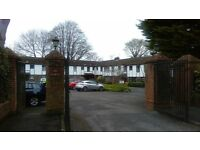 Quiet 2 bedroom appartment close to Storrmont and Belmont parks. Dbl glz. Gass F C H, Desg Parking.