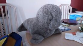 Cuddly toy seal