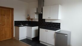 Light Modern 2 Bed Flat, Sandstone Road, Near Meadowhall & NGH