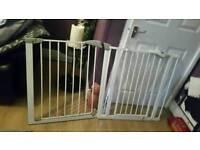 2 baby gates fr sale