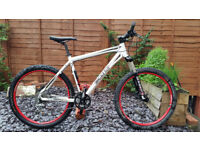 "Custom Specialized/Scott Aspect 20"" Frame White Mountain Bike"
