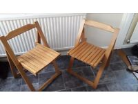 2x foldable wooden chairs