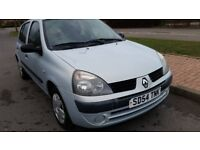 RENAULT CLIO, LONG MOT, CHEAP ON FUEL AND TAX, CD, TIDY, BIG BOOT, HEATING, £555 ONO