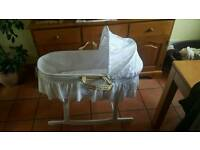 Carrycot with rocker