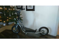 ***!!!WOW BIG WHEELS SCOOTER PERFECT CONDITION USED ONCE RRP £79.99 WOW!!!***