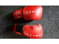 Domyos 40inch heavy punch bag and gloves