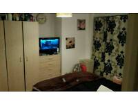 ONE DOUBLE ROOM AVAILABLE FOR RENT IN STRATFORD***ALL BILLS INCLUDED***COUPLE WELCOME