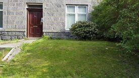 2 bedroom ground floor garden flat