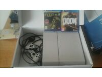 WHITE PS4 500GB,4 GAMES (read info)HEADSET AND CONTROLLER STAND